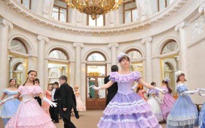 Экскурсионно-танцевальная программа «В гости к императрице Марии Федоровне»