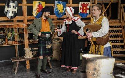 Храбрые рыцари и прекрасные дамы:музыкальный бал маскард в музее варежки