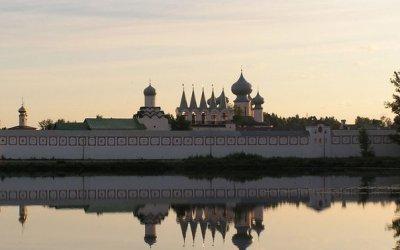 Тихвин. (Успенский собор и музей Римского-Корсакова)